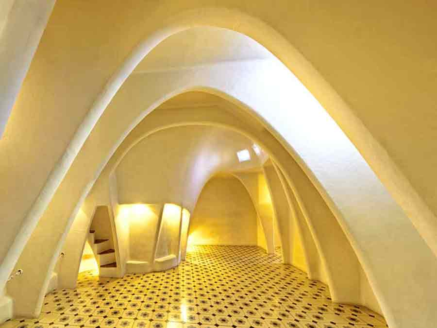 Antoni Gaudi, Casa Batlló the loft of sixty parabolic arches, photo by Wieslaw Sadurski
