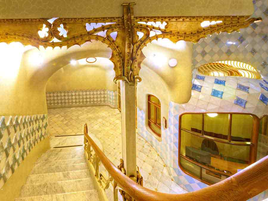 Antoni Gaudi, Casa Batlló unique design of the staircase, photo by Wieslaw Sadurski