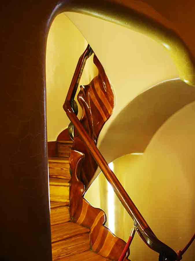 Antoni Gaudi, Casa Batlló, Stairs, photo by Wieslaw Sadurski