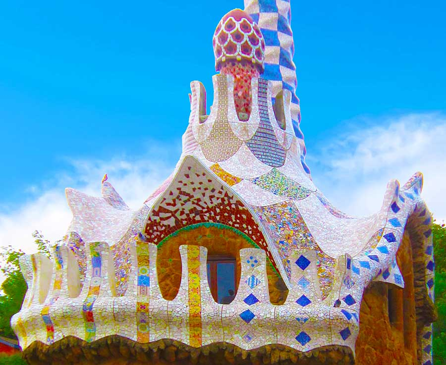 Antoni Gaudi, Park Guell The building flanking the entrance, Barcelona, photo by Wieslaw Sadurski