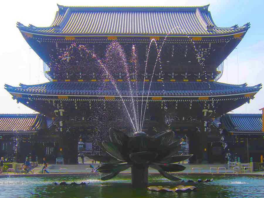 Nishi Honganji Temple in Kyoto, photo by Wieslaw Sadurski