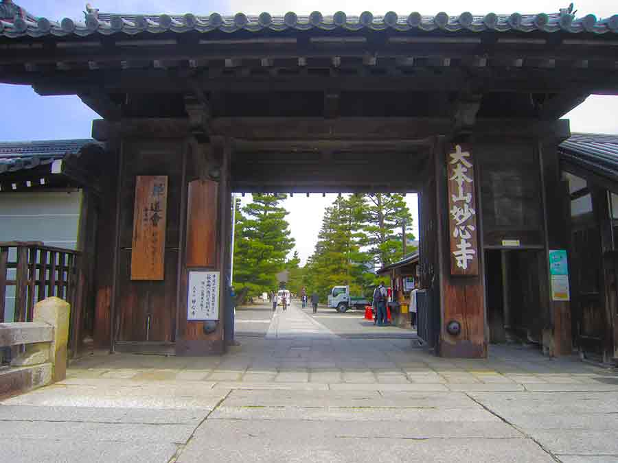 Myoshin-ji Temple Kyoto Gate, photo by Wieslaw Sadurski