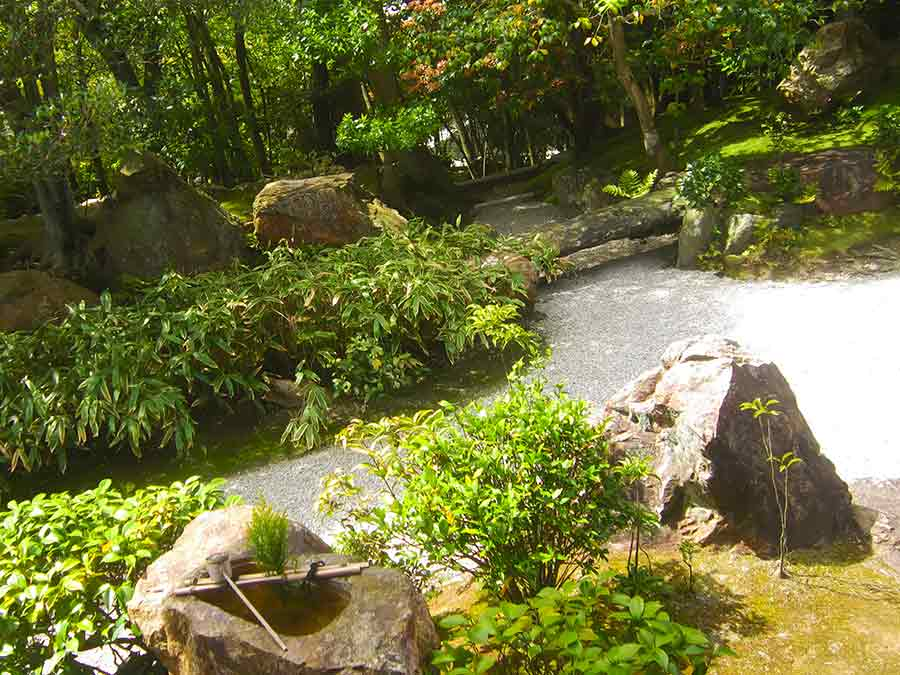 Wash_basin, Myōshin-ji Zen Garden Kyoto, photo by Wieslaw Sadurski