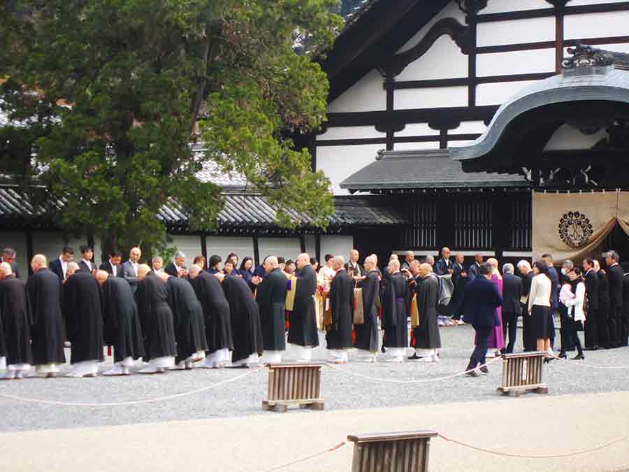 Monks gathering in Tofukuji Zen Garden, photo by Wieslaw Sadurski