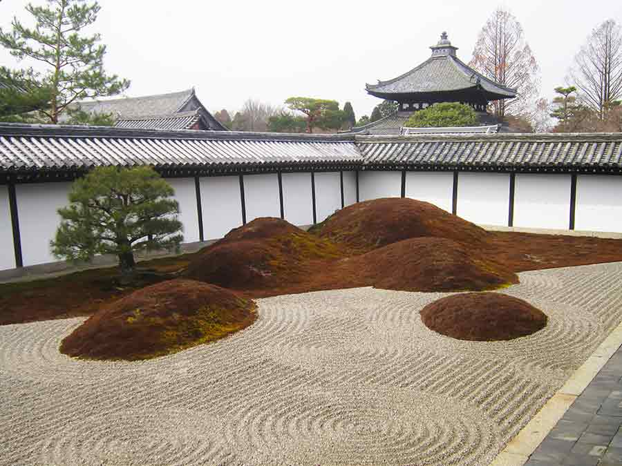 Mythical island where immortals live, Tofukuji Zen Garden in Kyoto, photo by Wieslaw Sadurski