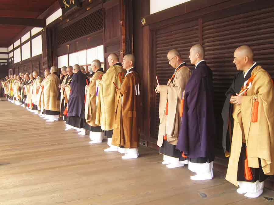 Monks cueing in Tofukuji Zen Garden in Kyoto, photo by Wieslaw Sadurski